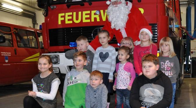 Leuchtende Kinderaugen im Feuerwehrhaus.