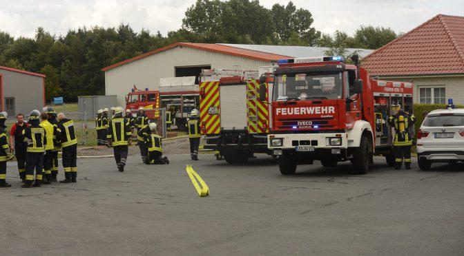 Nr.23>Großeinsatz nach zunächst angenommenen Hallenbrand