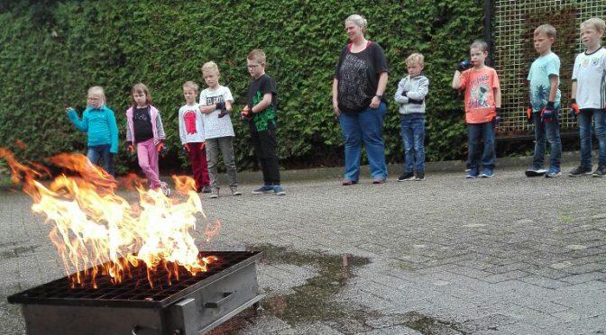 Kinderfeuerwehr Bunde lernt sicheren Umgang mit Feuer