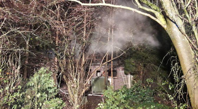 Nr.43>Nachlöscharbeiten nach Wohnhausbrand