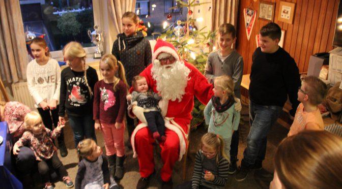 Weihnachtsmann besucht Bunder Feuerwehr